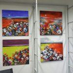 Isabel Zampino, Stetten, nutzt die ausgedienten Regale zur Umrahmung ihrer Gemälde.